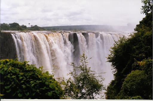 Zimbabwe-Victoria-Falls-the-Zambezi-River-on-Zambia-border-waterfall-spray-SMO