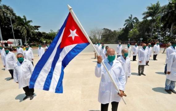 2014年古巴醫療衛生部派遣醫療小隊前往塞拉利昂,幫助抑製伊波拉病毒爆發。