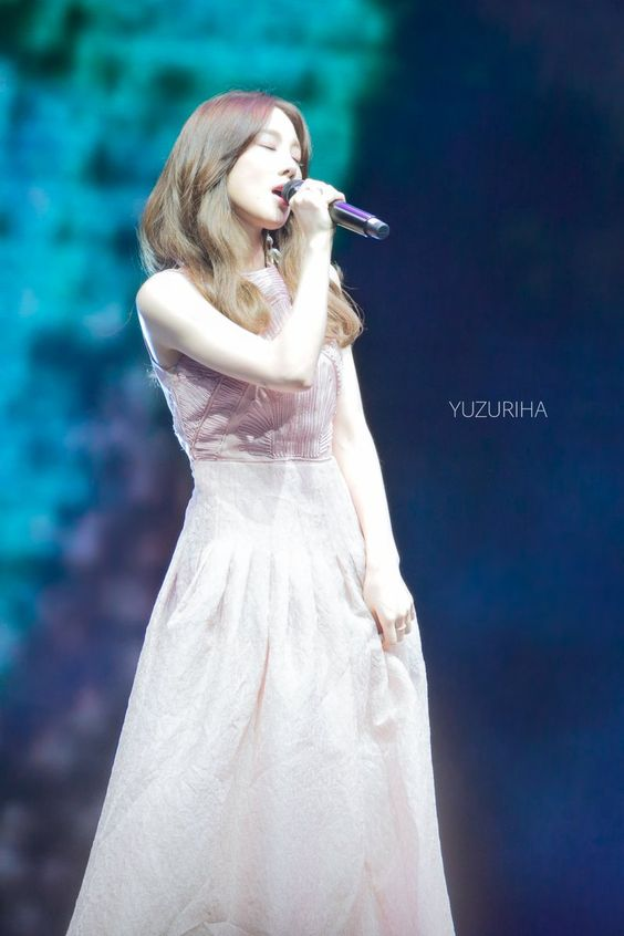 taeyeon gown 40
