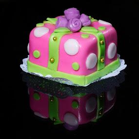 desert in purple tone by Cristobal Garciaferro Rubio - Food & Drink Cooking & Baking ( cake, gift, reflection, desert, reflections )
