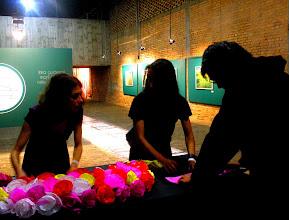 Photo: As flores de Anabela Santos (e o Gus tentando aprender como se dobra uma - Parte II)