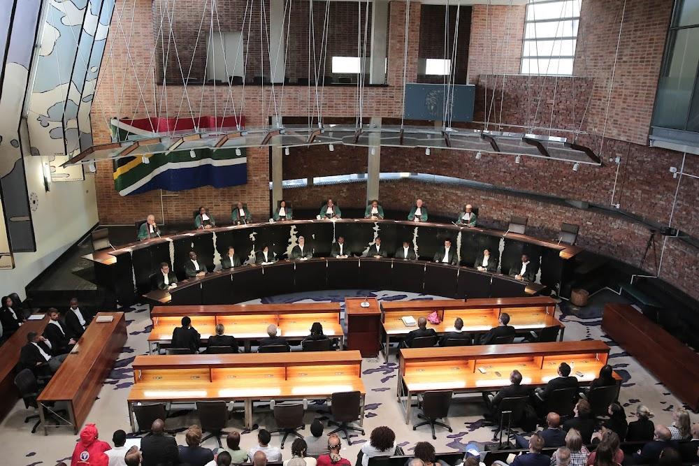Die polisie moet R300,000 betaal vir die onregmatige inhegtenisneming van die man en die week in aanhouding - TimesLIVE