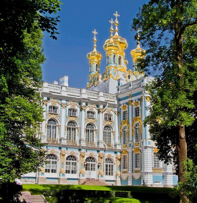 The golden domes of Catherine Palace in Pushkin, outside of St.Petersburg, Russian.