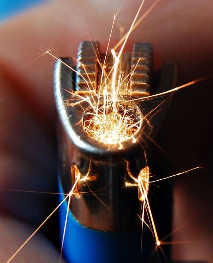 L'accendino...scarico : di AlfredoNegroni
