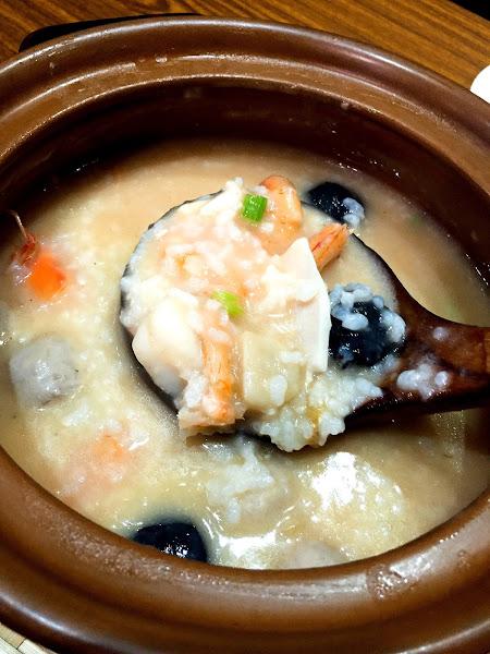 富鼎砂鍋粥 新北新莊 新鮮海產粥料多實在 美味熱炒也不遜色