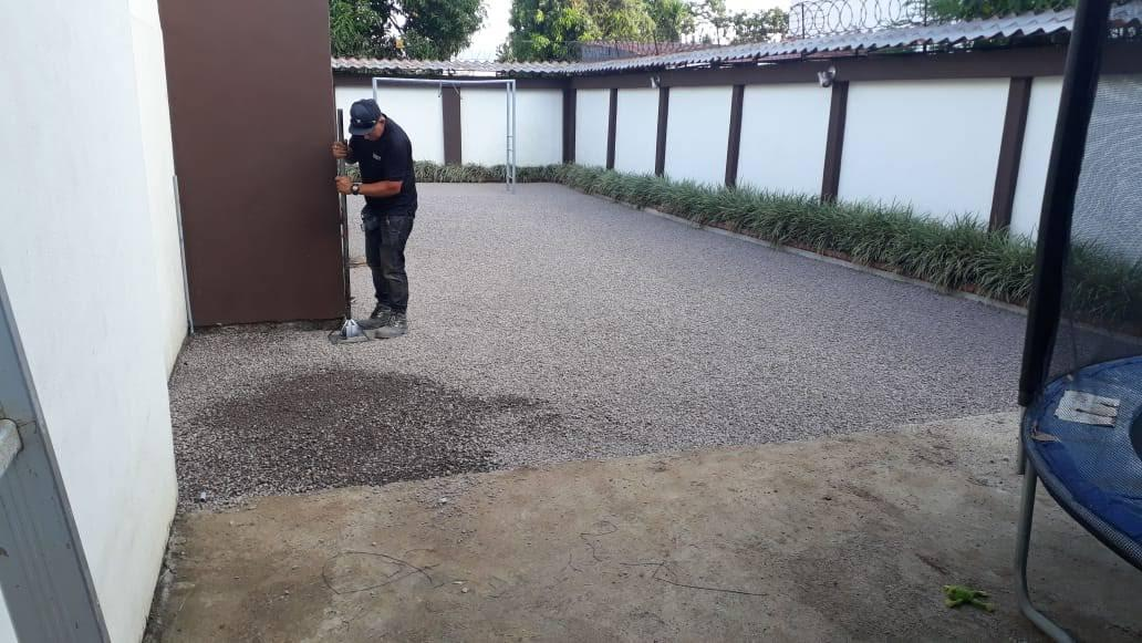 guia instalacion cesped artifial compactar base