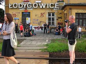 Photo: W Łodygowicach meldujemy się około 18. Sporo osób koczuje już na stacji bądź w pobliskiej spelunie.
