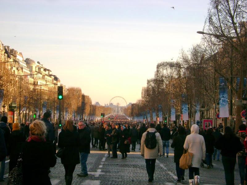 Champs Elysées di VV