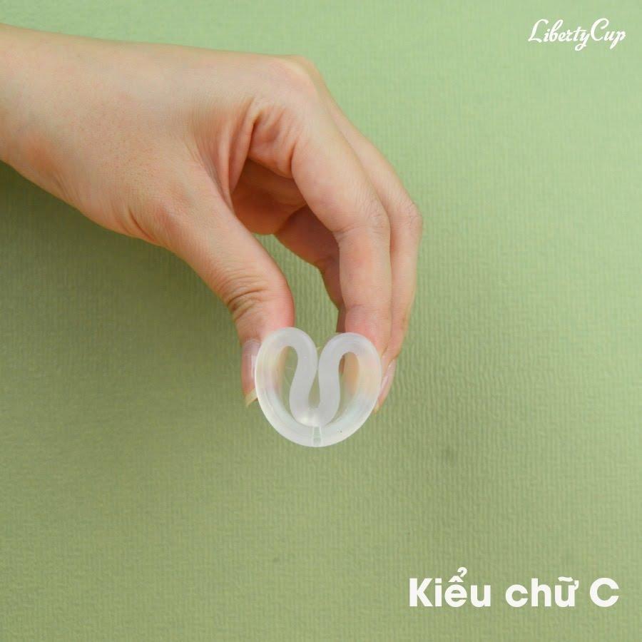Gấp cốc nguyệt san hình chữ C là cách gấp đơn giản, dễ thực hiện nhất