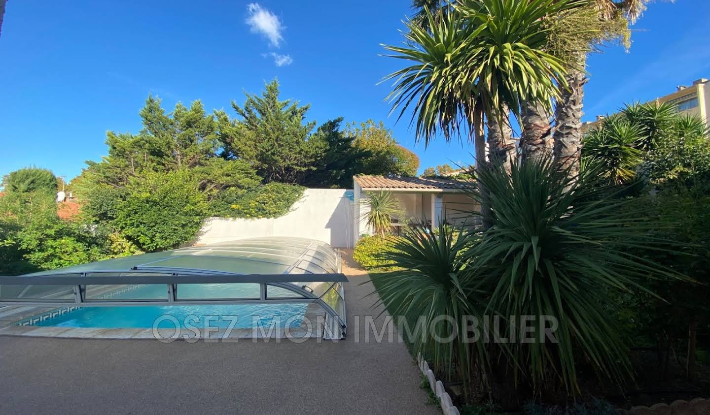 Villa with pool and terrace Beziers