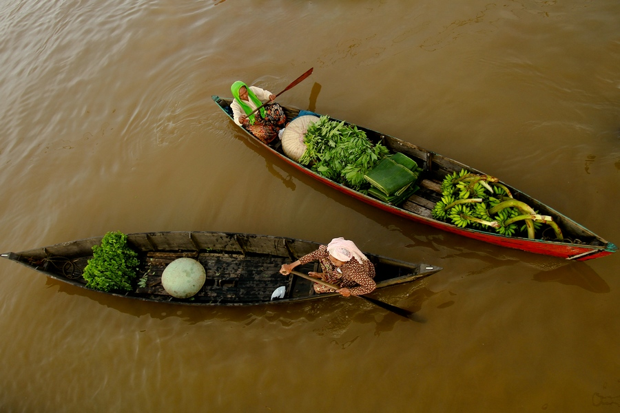 Opposite by Role Sumarauw - Transportation Boats ( lokbaintan, floating market, boats, borneo, river )