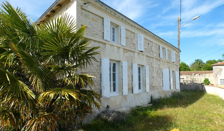 Propriété avec piscine Fléac-sur-Seugne