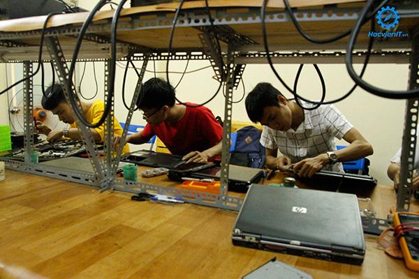 trường dạy nghề sửa chữa máy vi tính