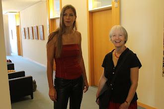 Photo: Doreen Wolff mit der Radebeuler Künstlerin Gabriele Seitz (www.gabrieleseitzfoto.de)