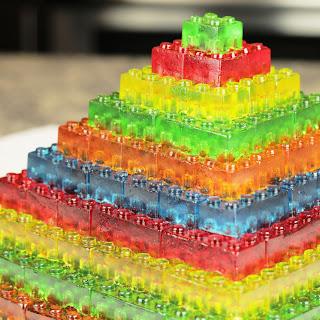How To Make GUMMY LEGO Jello Candy - DIY Stackable Jello Gummy Lego Blocks (Make Jello Lego Gummies).