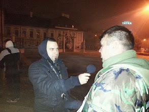 Photo: Peter Baďura-Sanve (exkandidát za KSS), ktorý sníva o vydávaní denníka s ukradnutým názvom a Štefan Potocký, ktorý pred rokom hrdinsky spálil s Mariánom Mišúnom vlajku EÚ. Pardon, podrobil ju tradičnému slovanskému očistnému ceremoniálu. https://www.facebook.com/profile.php?id=100005944576272 https://www.facebook.com/stefan.potocky.7?fref=ts