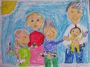 Photo: Симхаев Миша. 7 лет. Наша семья-мама, папа, сестрички и я. Студ. Натальи Ланге. Израиль. г. Беэр-Шева