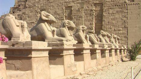 Resultado de imagem para templo de KARNAK