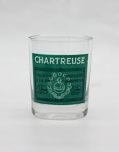 Photo: Celui-ci est un shooter avec la représentation d'une étiquette de Chartreuse verte, ancien modèle.