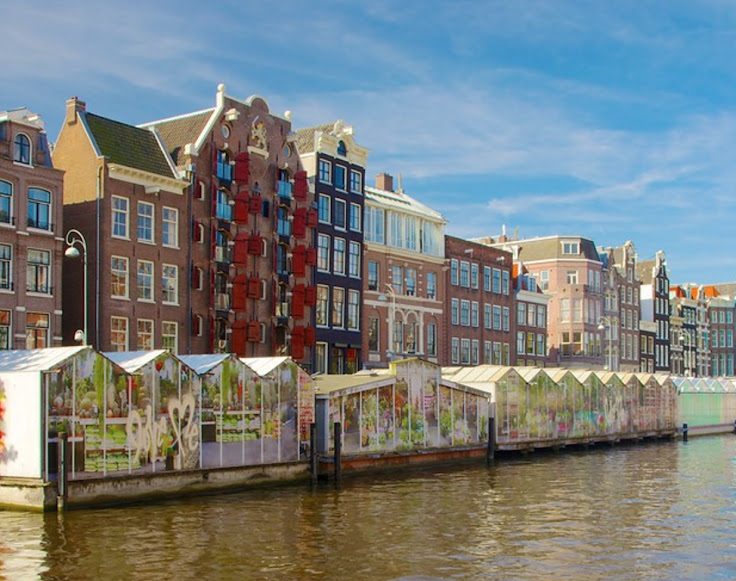 Bloemenmarkt Flower Market floats on the Singel canal.