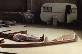 Photo: Berti macht eine Liegeprobe: Paßt ein Bett in die Bug-Kabine? Berti tries out the bow cabin: will we fit in a bed?