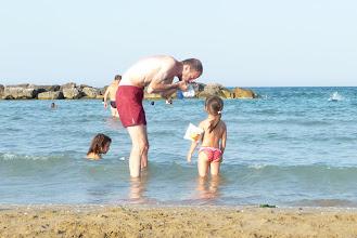 Photo: zio Claudio, mi gonfi i braccioli?