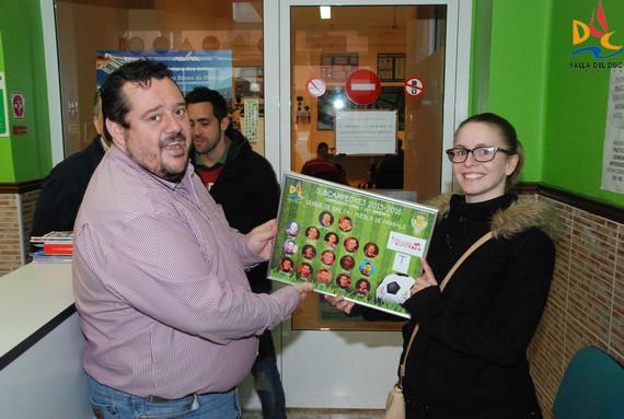 Autoescuela Maeztu recibió el cuadro conmemorativo del subcampeonato de Fútbol 7