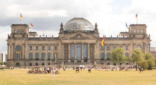 "Reichstag-building.jpg -  The west portal of the Reichstag building in Berlin. The inscription across the entrance says, ""The German people."""