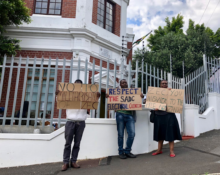 Zimbabweans living in South Africa picketed outside the Zimbabwe Consulate in Cape Town on 19 July, urging the elections be free and fair.