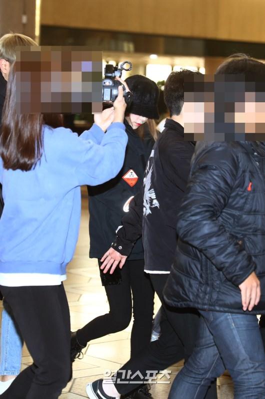 taeyeon airport sad 6