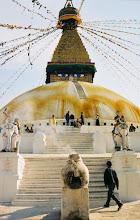 Photo: Die Boudha Stupa in Kathmandu, in dem Viertel wohnen etwa 15.000 Exiltibeter
