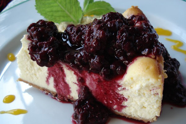 Cheesecake Light com Calda de Amora