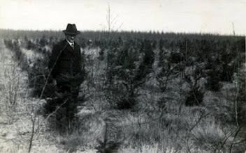Photo: Boswachter H. Brinks. Hij is 38 jaar boswachter geweest. In 1960 ging hij met pensioen.