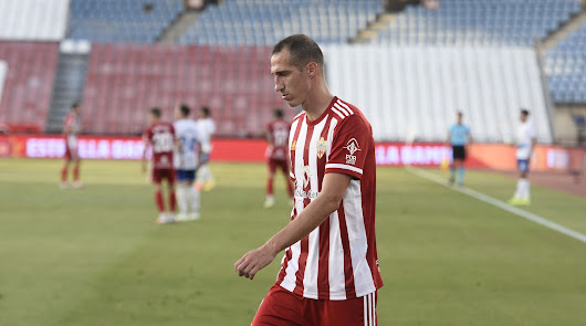 Petrovic no pudo aguantarse en la grada y bajó a la banda