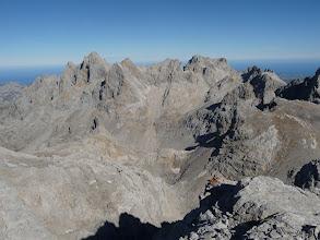 Photo: Torrecerredo y Cabrones desde la cima