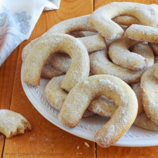 Vanilla and Walnut Crescent Cookies