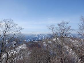 滝波山方面(雲に隠れ)
