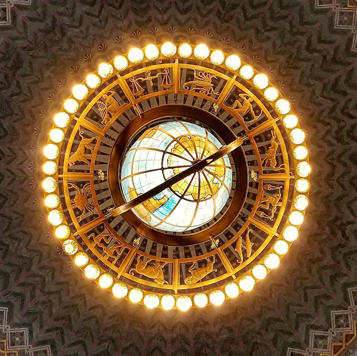 The chandelier hanging from the rotunda. Photo: eye8dtla.