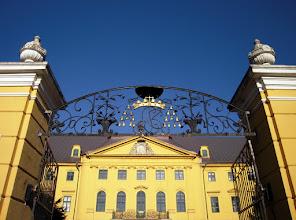 Photo: A kastély építését befejező Kollonich László érsekre emlékeztet a kovácsoltvas kapu fölötti püspöki kalap és alatta a monogramja