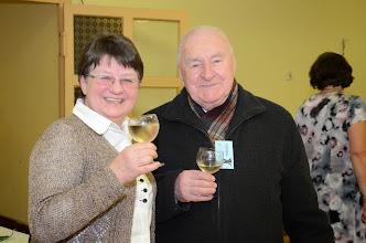 Photo: Dva sloupy vinořského společenského života.