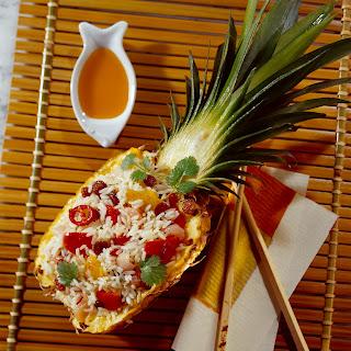 Gebratener Reis in Ananas