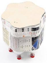 Photo: http://artesanatobrasil.net/puff-infantil-de-garrafas-pet-do-professor-sassa/   3 – Faça um molde de papelão igual ao formato do fundo das garrafas e cole.
