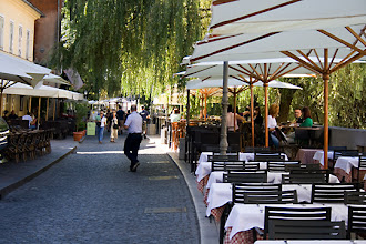 Photo: Cankarjevo nabrezje kadun varrela oli runsaasti kahviloita ja baareja.