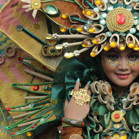 Manusia Kipas by Supri Yanto - Artistic Objects Clothing & Accessories