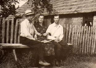 Photo: Domas Valužis, Magdalena Burbienė, Adomas Burba (Janinos Burbaitės archyvas)