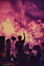 Photo: 一位青年对着焰火竖中指 #七一草泥马节