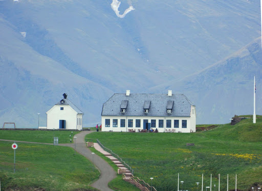 iceland-building-1.jpg - Buildings dwarfed by majestic mountains.