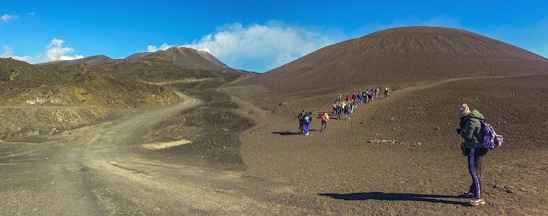 """""""Librati nell'incanto"""" ovvero il suggestivo cammino di una scolaresca sulle pendici del vulcano Etna di lugiube"""