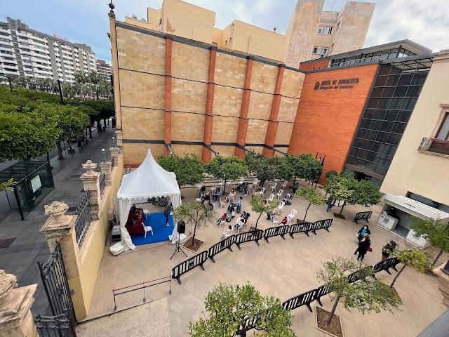 La carpa de actividades, en el patio de la Delegación de Gobierno de la Junta, ha acogido actividades infantiles.