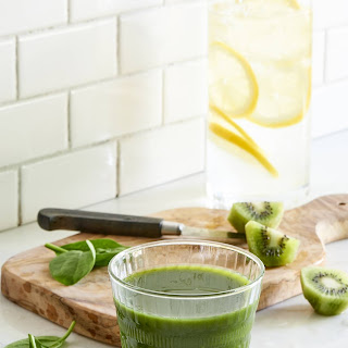 Kiwi Express Cleansing Juice.